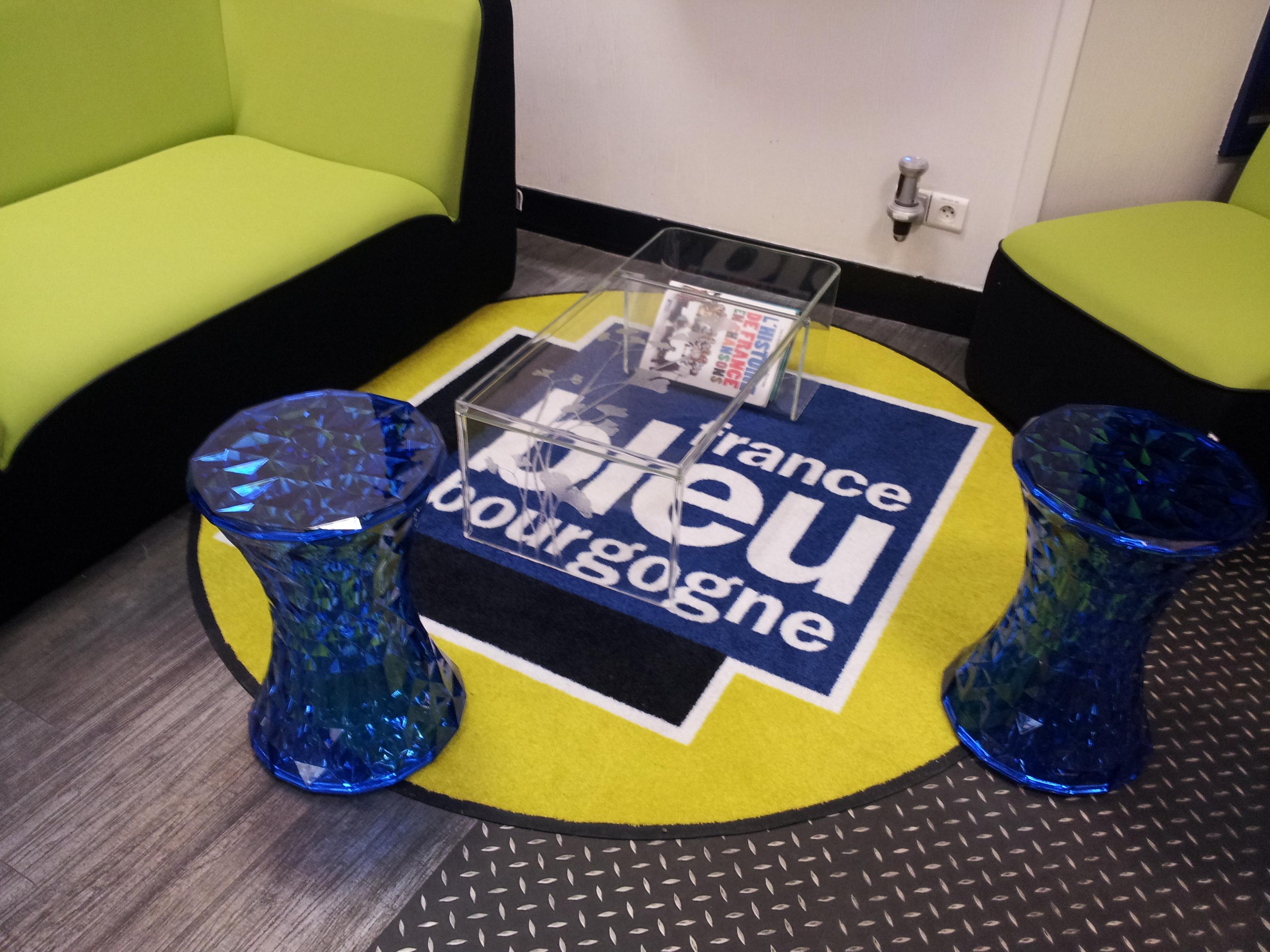 tapis imprim avs communication. Black Bedroom Furniture Sets. Home Design Ideas